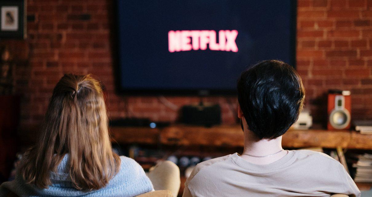 5 dispositivos para transformar tu viejo televisor en una Smart TV